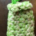 生徒さんがリフ編みで携帯入れを編みました。